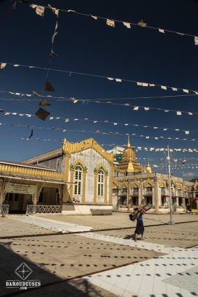 Botataung Paya_tapis - Yangon (Rangoon)