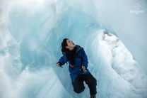 Clem dans une grotte de glace - Glacier Franz Josef