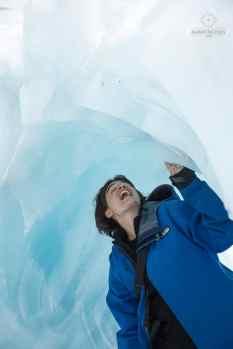 Mumu dans une grotte de glace - Glacier Franz Josef