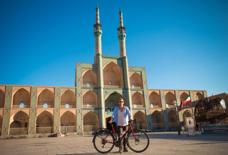 Paris-Téhéran à vélo. Le défi de Michael Pinatton