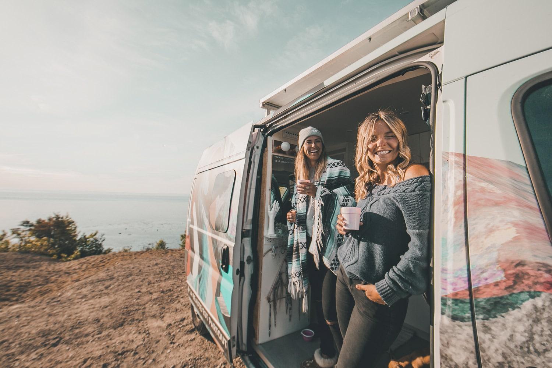 La vanlife permet de rencontrer des passionnés d'aventures et de plein air