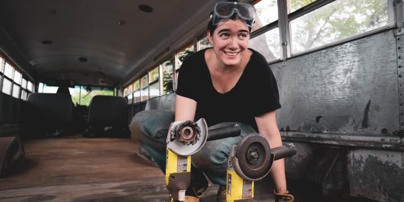 Quels outils faut-il prévoir pour convertir un bus aménagé ?