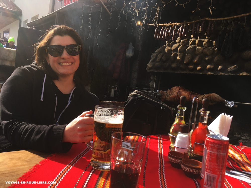 Terrasse ensoleillées de Bansko pour faire une pause entre deux mission en digital nomad
