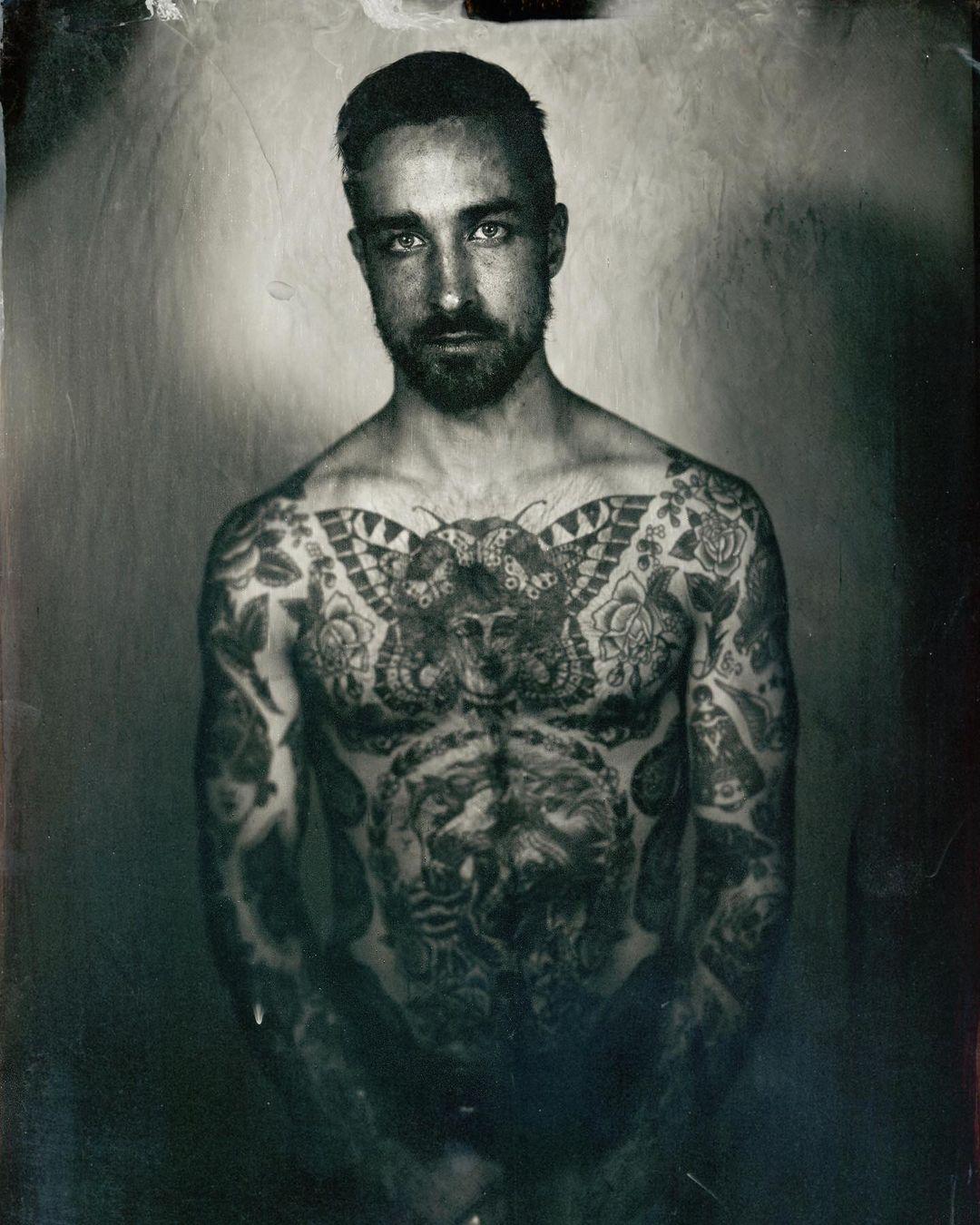 Le monde du tatouage a beaucoup relayé le travail d'Enzo Lucia : un réseau solide
