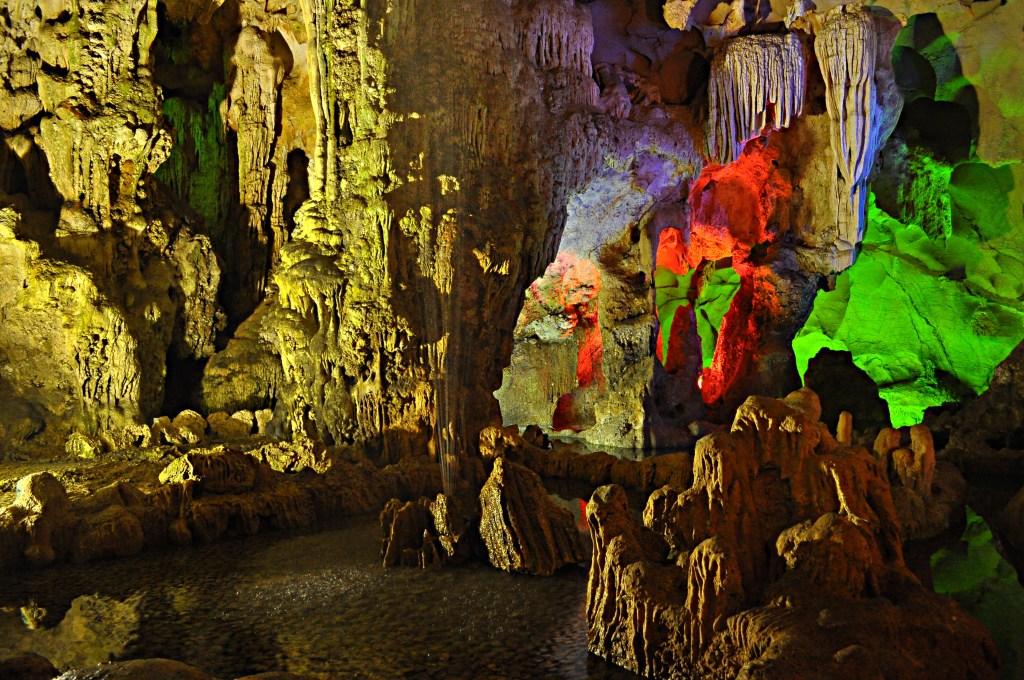 """Grotte Hang Dau Go, baie d""""Ha Long - Vietnam"""