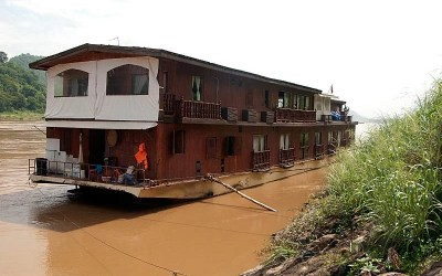 En descendant le Mekong au Laos : le village de l'alcool