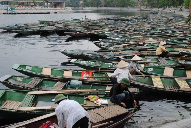Embarcadère pour une promenade en bateau près de la baie d'Halong! - © Aime D.
