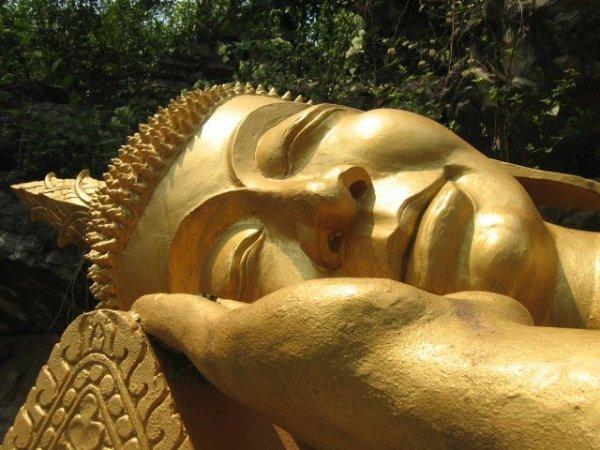 Bouddha couché - Mont Phousi, Luang Prabang par Charlotte Marillet