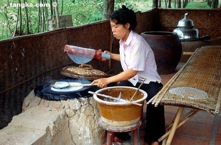 Fabrication de galettes de riz, Vietnam
