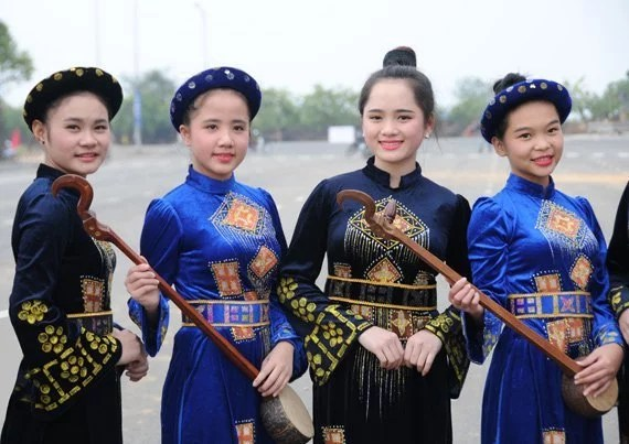 Musiciennes au Xip XI, fête des thaïs blancs, Vietnam