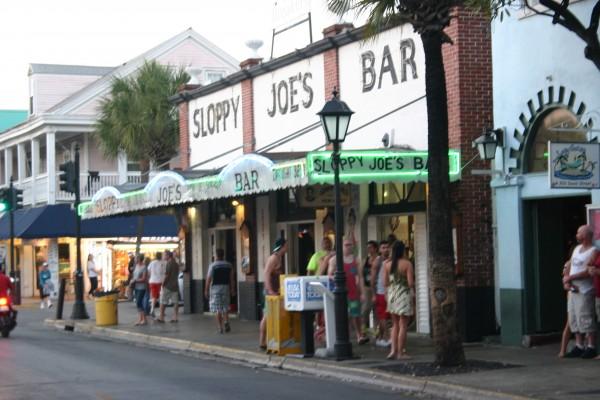 Sloppy Joe's Bar Key West : un pub mythique, Hemingway y avait ses habitudes, aujourd'hui les bikers s'y retrouvent...