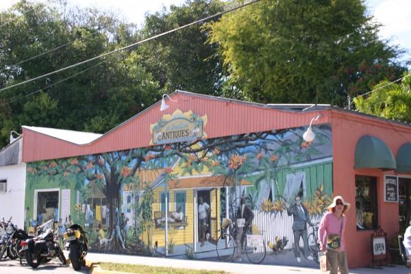 Une des nombreuses boutique de brocante colorée de Key West