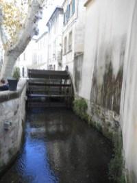 rue-teinturiers-avignon-vaucluse-provence-visite-pont-noria-moulin