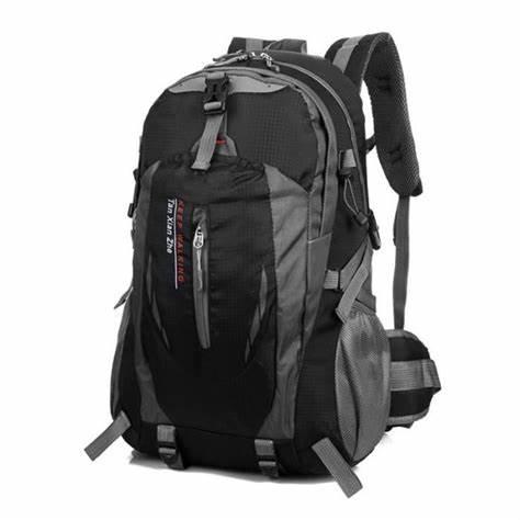 Quel équipement mettre dans son sac à dos de jour en voyage