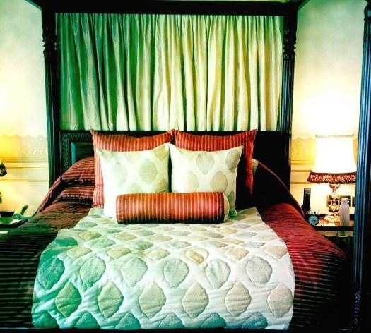 lake-palace-udaipur-bedroom
