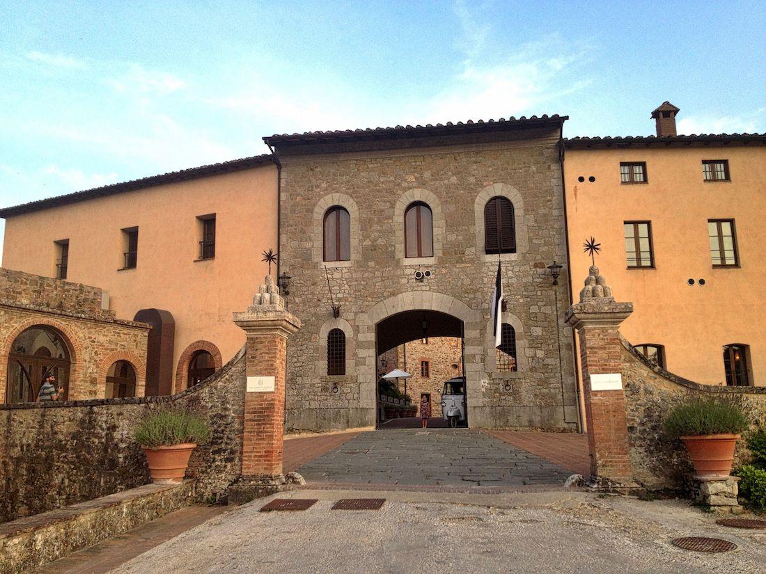 castel-monastero-entrance