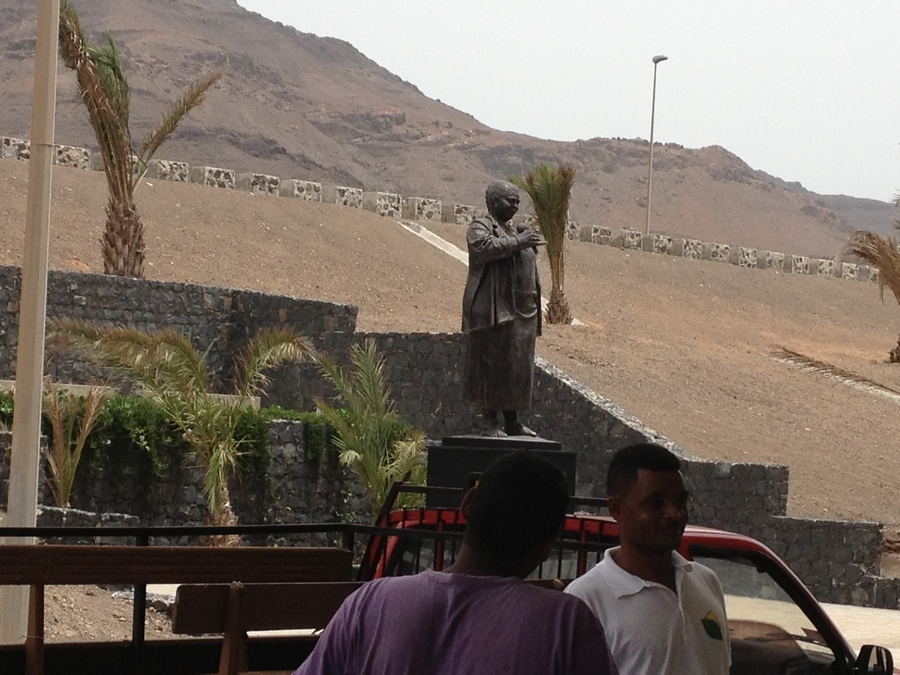 Statue de Césaria Evora à l'aéroport - São Vicente, Cap-Vert