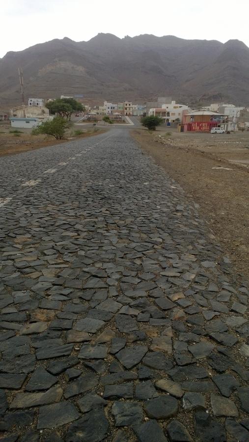 Route pavée menant à São Pedro - São Vicente, Cap-Vert
