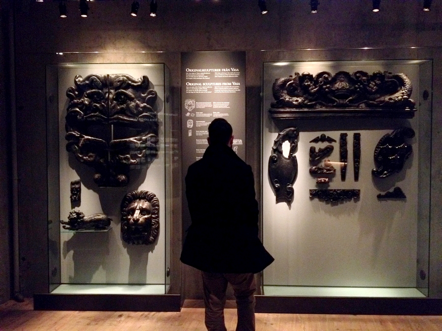 Séb in front of sculptures at the Vasa museum - Stockholm, Sweden