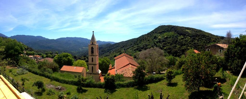 Vue sur la Vallée du Taravo à la Villa Guidi - Pila-Canale, Corse, France