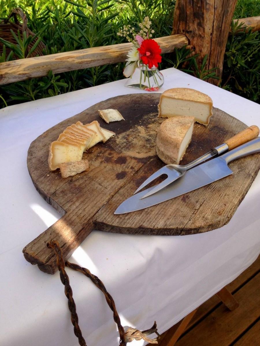 Tomme de brebis à la Villa Guidi - Pila-Canale, Corse, France
