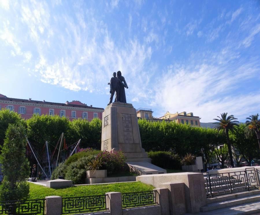 Symbole du sacrifice sur la place St Nicolas - Bastia, Corse