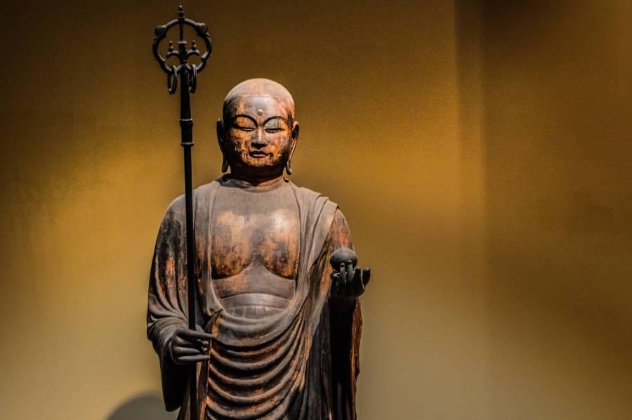 Ancienne statue japonaise d'un bouddha au Metropolitan Museum of Art - New York, Etats-Unis