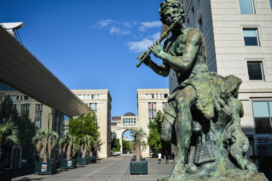 Statue de Dionysos dans le quartier Antigone - Montpellier, France