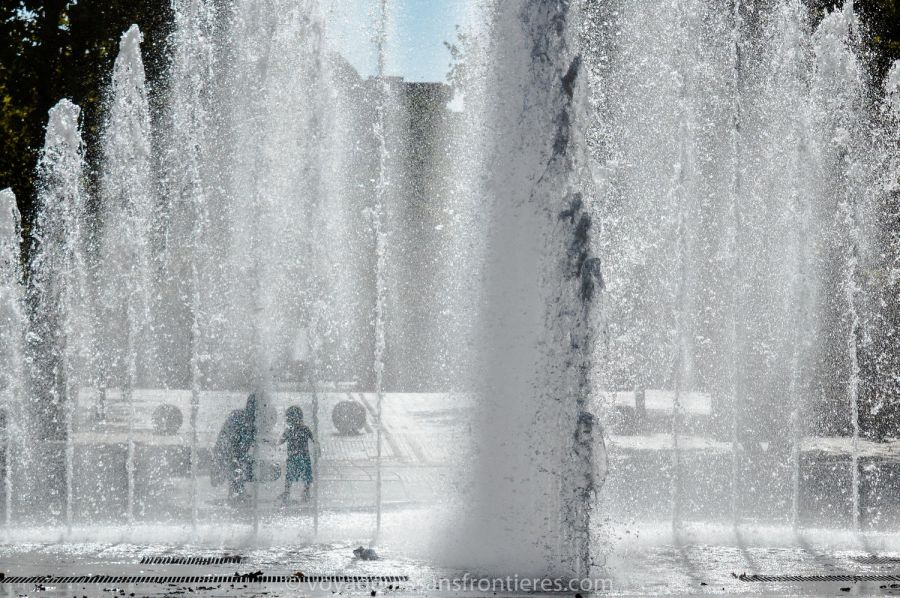 Jolie fontaine dans le quartier Antigone - Montpellier, France