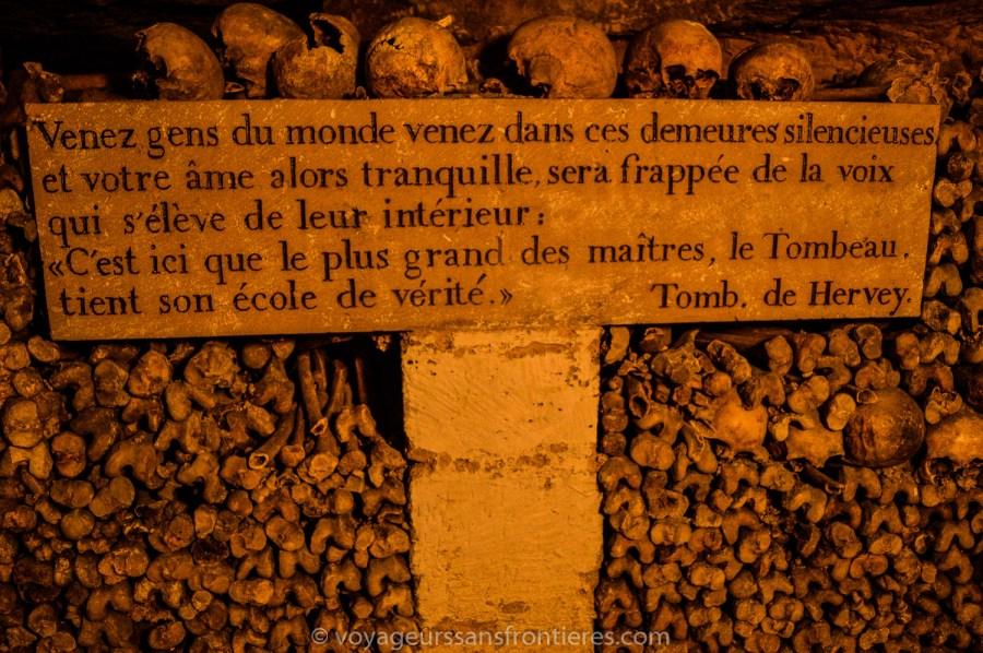 Réflexion sur la mort - Les catacombes de Paris, France