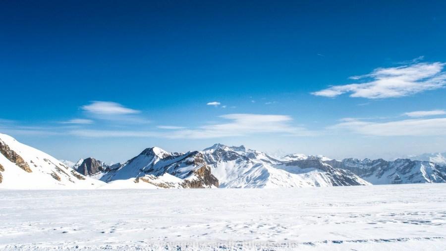 Superbes montagnes enneigées - Glacier 3000, Suisse