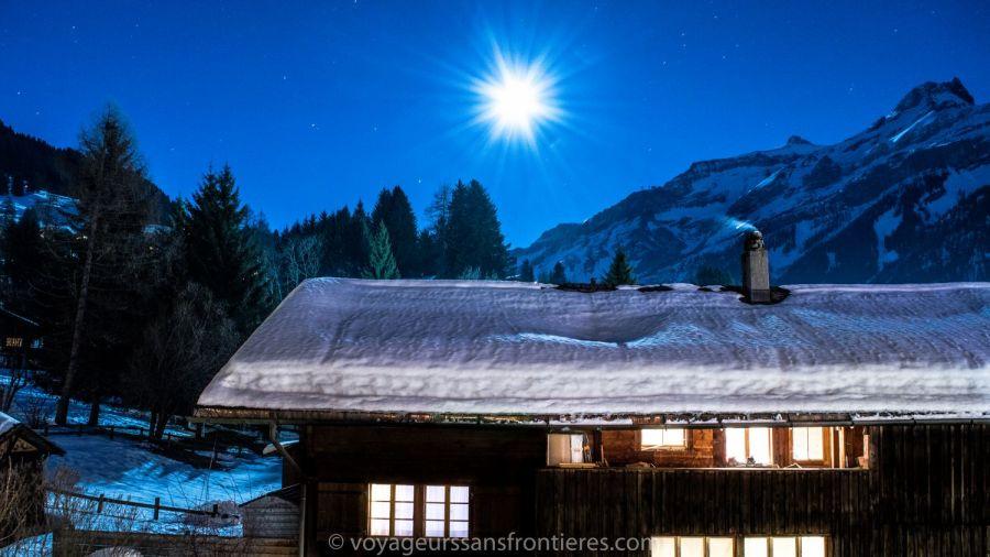 Superbe vue sur la Lune depuis notre chambre à l'hôtel Les Lilas - Les Diablerets, Suisse