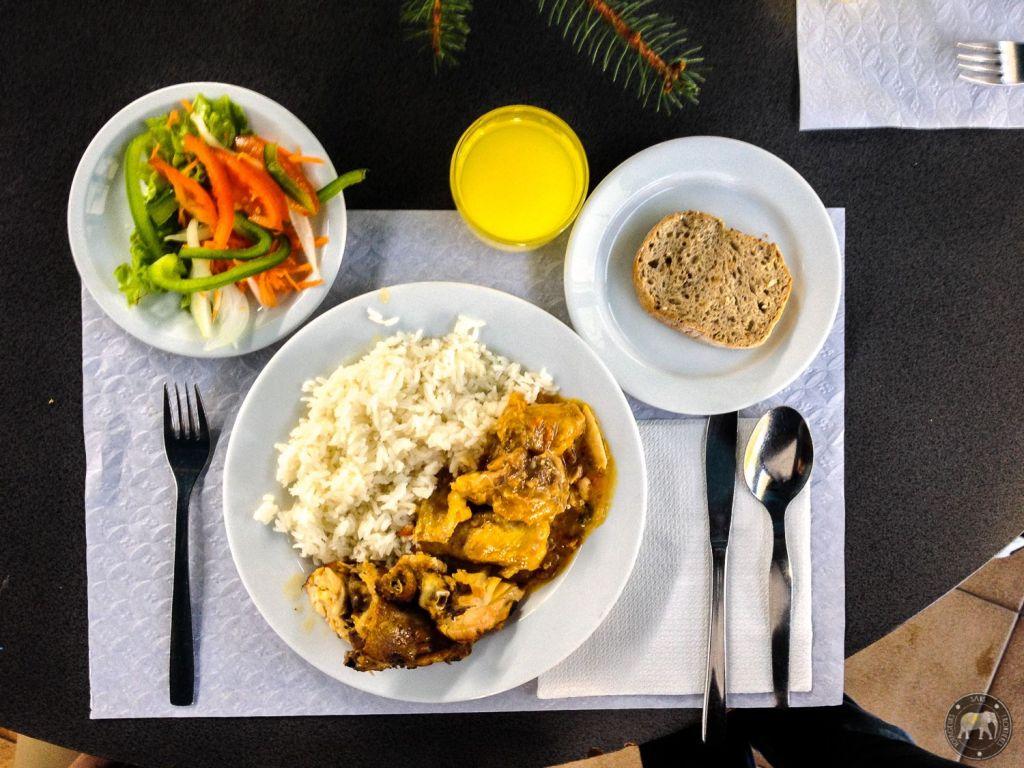 Repas à la cantine de l'Université de Coimbra - Portugal