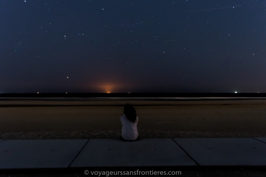 Nath looking at the stars on the Kijkduin beach - The Hague, Netherlands
