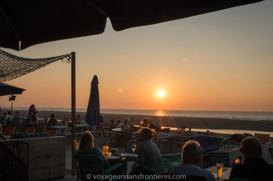 Coucher de soleil à Suiderstrand sur la plage de Kijkduin - La Haye, Pays-Bas