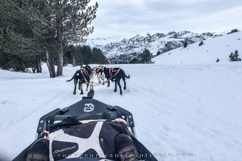 Paysage enneigé dans le massif d'Aston pendant notre balade en chien de traîneaux au village nordique Angaka - Plateau de Beille, France
