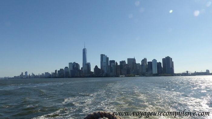 Vue sur les buildings de Manhattan depuis le bateau qui part du sud de l'île.