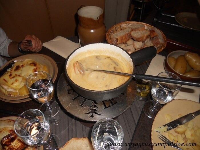 Assiettes savoyarde au restaurant Le Freti dans la vieille ville d'Annecy