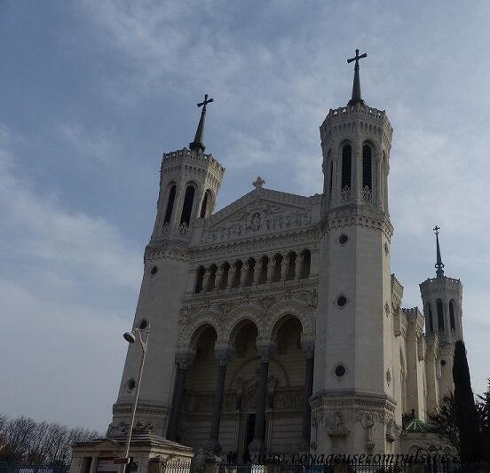 Vue sur la Basilique Notre-Dame de Fourvière sur les hauteurs de Lyon