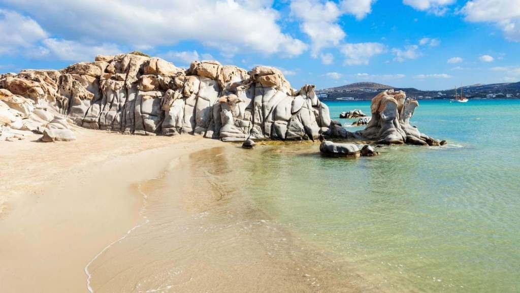 Η καλύτερη παραλία της Πάρου Κολυμπήθρες, Κυκλάδες