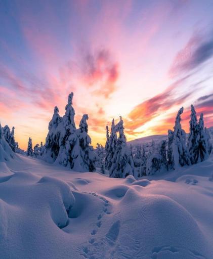 ηλιοβασίλεμα στη χιονισμένη Νορβηγία