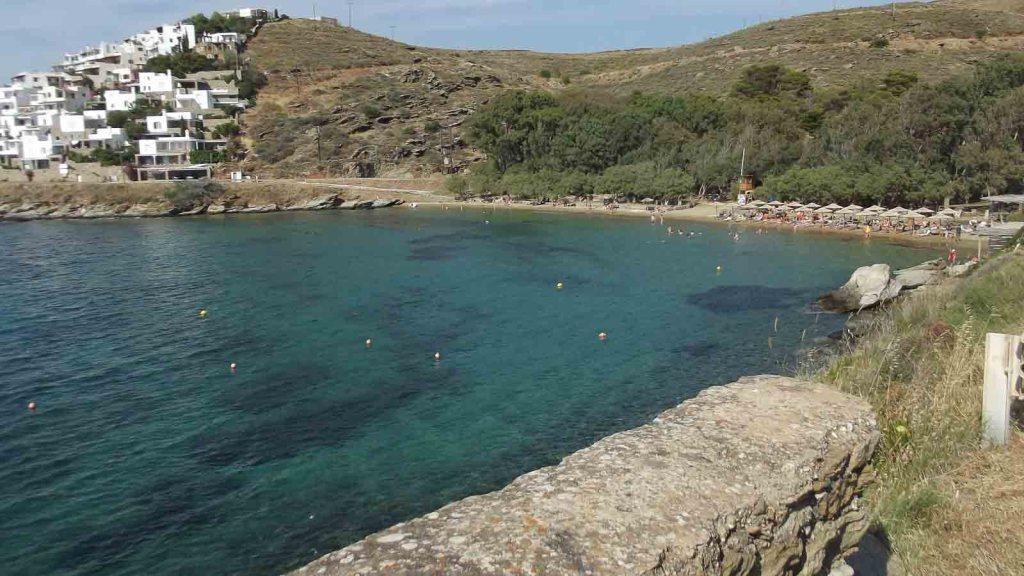 Γιαλισκάρι: οργανωμένη παραλία στην Κέα-Τζιά