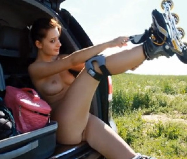 Gorgeous Sporty Girl Rollerblading Naked