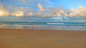 Rainbow Beach, durante el atardecer.