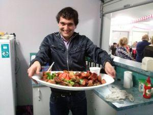 Esta foto fue más para posar que para otra cosa jajjaja en Australia las comunidades chilenas comen bastante bien.