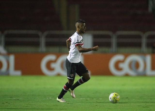 Fora de casa, Santa Cruz começa mal, tenta reagir, mas perde para Botafogo e segue no Z-4