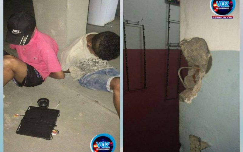 Menores são detidos após roubarem aparelho DVD de escola em Carpina