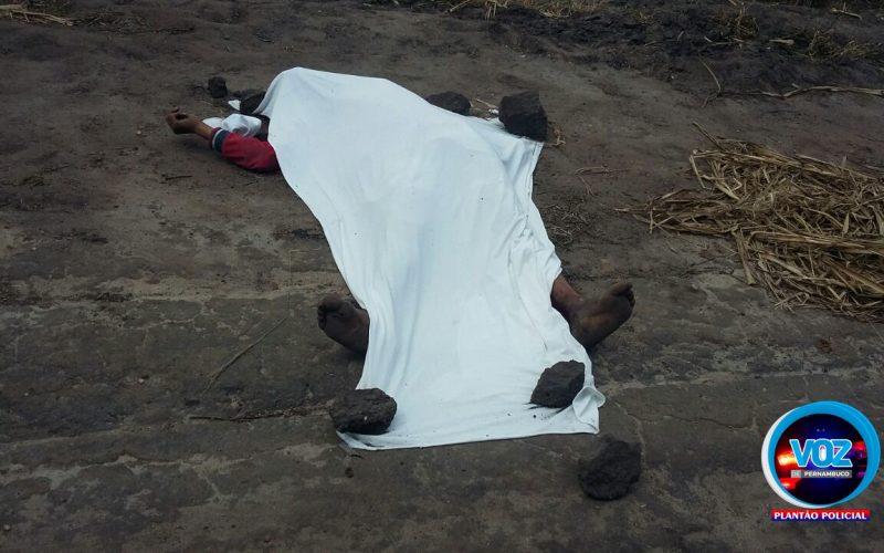 Jovem é assassinado com quatro tiros em canavial de Carpina