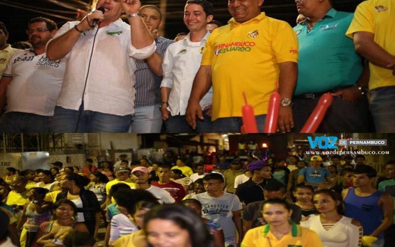 Carlinhos do Moinho realizou comício na noite desta quinta (22) no Bairro senzala em Carpina