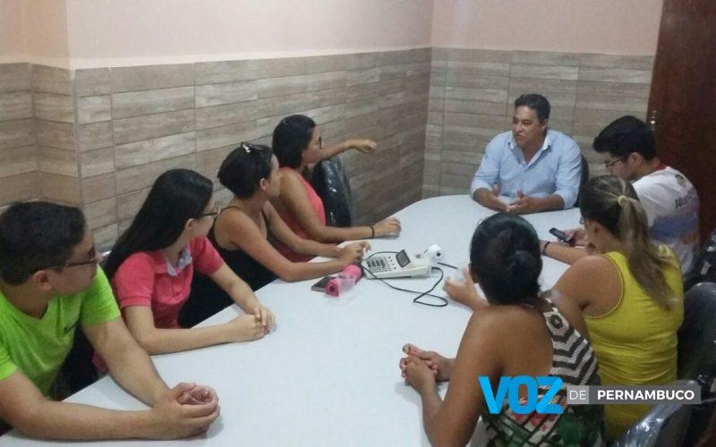 Estudantes universitários de Lagoa do Carro cobram empenho das autoridades para o transporte